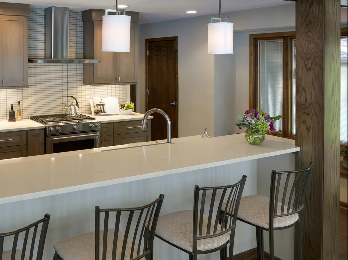 Transitional styled Dura Supreme kitchen design by Ispiri Design & Build, Minnesota.