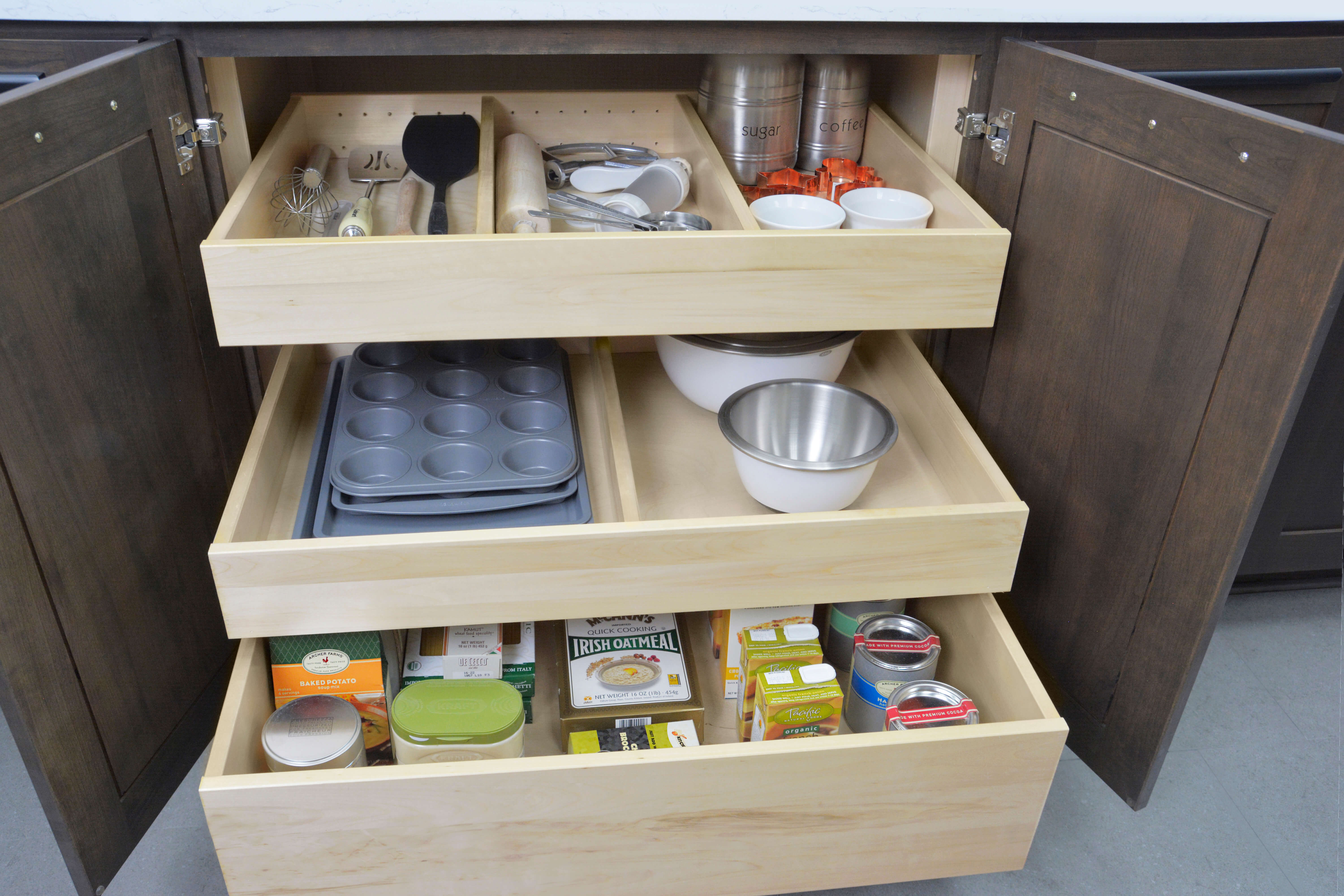 Adjustable Drawer Partitions in Roll-Out Shelf