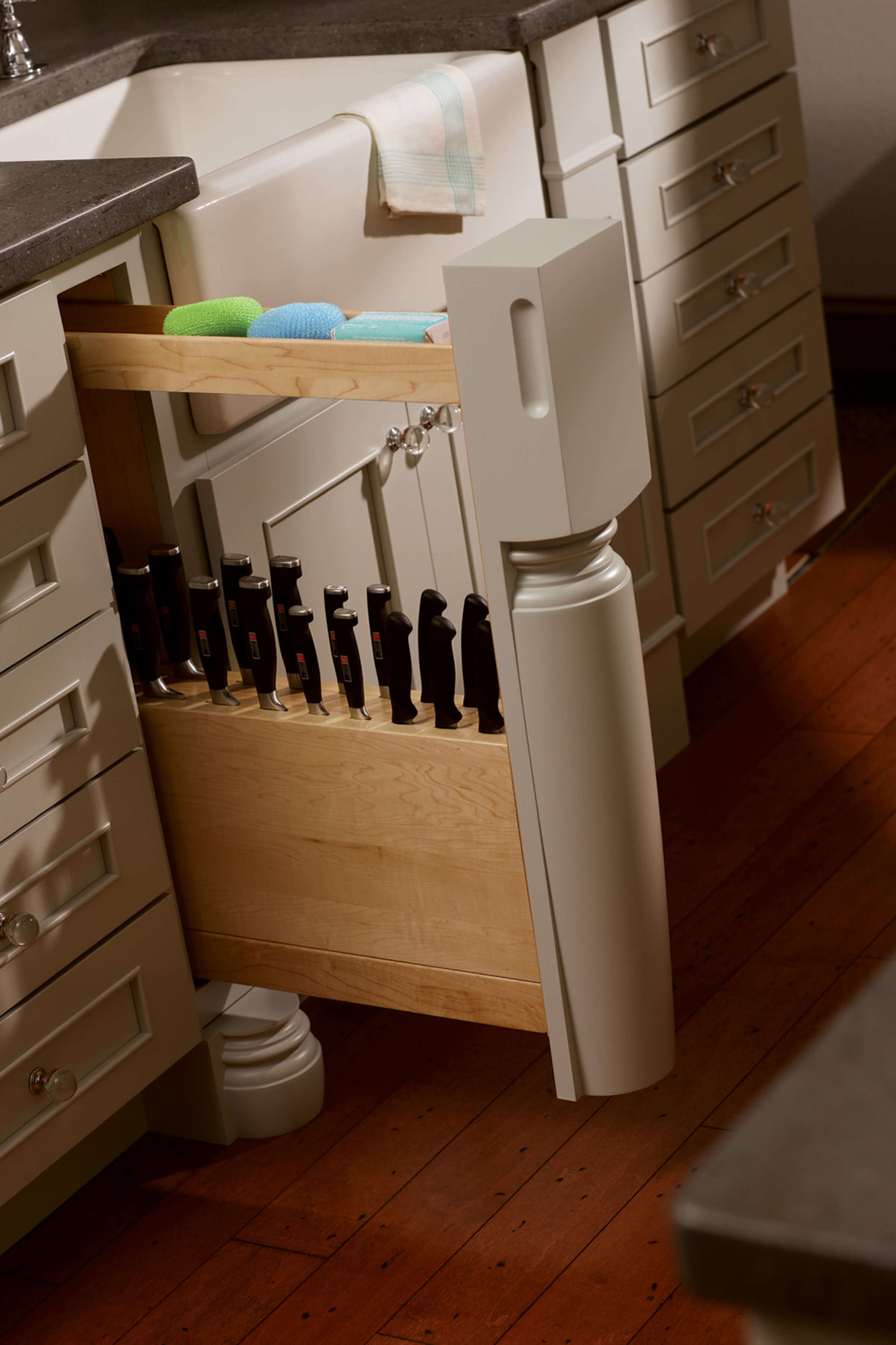 Dura Supreme's Pull-Out Slotted Knife Block with a turned post.